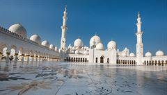 Oslnivá mešita šejka Zajeda - megalomanská perla z ropných vln Perského zálivu