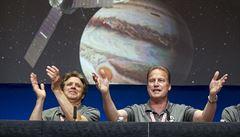 Pětileté čekání skončilo. Sonda Juno vstoupila na běžnou dráhu kolem Jupiteru