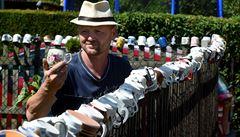 Rodina sbírá hrnky, kterými si zdobí plot. Má jich přes 500 a chystá se expandovat
