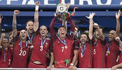 Portugalsko slaví i bez Ronalda. Díky trefě Édera z prodloužení vyhrálo Euro
