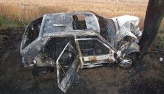 V hořícím autě našli mrtvého muže, pravděpodobně v něm přespal
