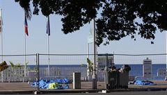 Muž přehodil své děti přes plot. Pak skočil za nimi, líčí svědek útoku