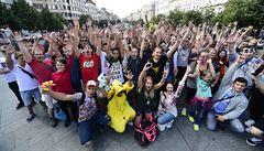 Zhruba 200 lidí lovilo na Václavském náměstí Pokémony
