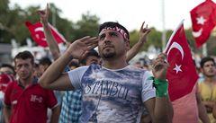 Kdo z převratu viní Erdogana, je pučista a zaslouží nejvyšší trest, zní z Turecka