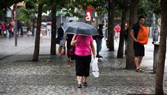 Západní části Čech hrozí bouřky, krupobití a silný vítr