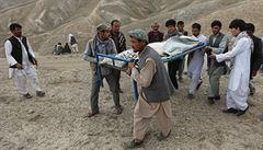 Krutý a krutější. Islámský stát uplácí sebevrahy v lovištích Talibanu