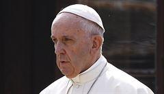 'Proč už nevidíme na ulicích trpaslíky?' Papež přirovnal dobrovolné potraty k praktikám nacistů