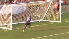 Nejšílenější vlastní gól? Kousek kamerunského brankáře lze stěží překonat