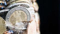 BYZNYS DNE: Katařani kupují Deutsche bank, nobelovka za smlouvy a konec Samsungu