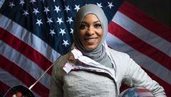 Bojovnice se šavlí v ruce. Muslimskou šermířku čeká první olympiáda