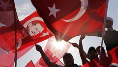 PETRÁČEK: Proxy boj s Tureckem. Erdoganovi fandí Istanbul, ale i Kolín nad Rýnem