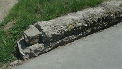 Prostějov zboural chráněnou zeď židovského hřbitova. Byl to jen obrubník, brání se město