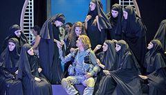 Harém a hidžáb v Bayreuthu. Wagnerovský festival nabídl hru z prostředí IS
