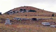Řekové přinášeli bohu Diovi i lidské oběti. Vědci objevili u svatyně kosti