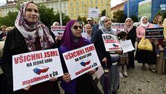 Muslimové přišli v Praze na katolickou mši, odsoudili násilí