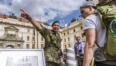 Cestovky protestují proti bezpečnostním opatřením na Hradě. Zdražují prohlídky