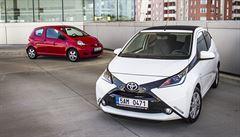 TEST AUTA: Nová Toyota Aygo se snaží působit dravě. Stará je jednodušší
