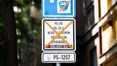 Byli jsme pod obrovským tlakem ze strany měst, odůvodnil Hamáček znovuzavedení parkovacích zón