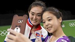 Sebevražedné selfie se 'zrádnou loutkou'? Gymnastce z KLDR lágr nehrozí
