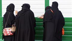 Saudské Arabky ocenily autosalon, v červnu poprvé usednou za volant