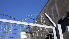 Inspekce stíhá 15 dozorců věznice v Rýnovicích. Měli fyzicky a verbálně trestat vězně