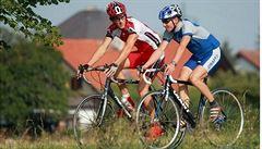 Cyklomóda po česku: Loga, čísla, spousta barev a upnuté dresy přes pivní břicha