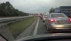 Dálnice D5 byla na Tachovsku uzavřená směrem do Německa. Kvůli nehodě kamionů