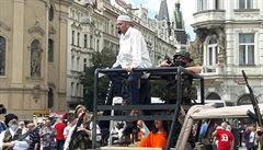 Konvičkovci vjeli na Staroměstské náměstí jako islamisté a stříleli. Vypukla panika