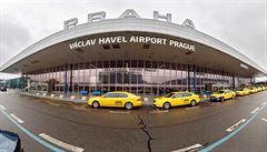 Rychlotest na letišti za 7500 korun je v pořádku. Je to nadstandardní služba, lidé mohou jít jinam, říká Vojtěch
