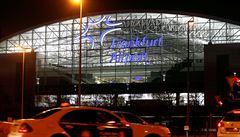 Část letiště ve Frankfurtu je evakuovaná. Člověk se vyhnul bezpečnostní kontrole