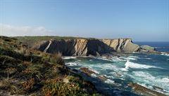Opuštěné pláže, korkové lesy a výhled na oceán. Projděte si fascinující útesy Portugalska