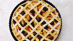 Jablka a ostružiny za mřížemi. Dokonalá kombinace v koláči