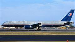 Mrtvý buldoček v úložném prostoru letadla pobouřil americké senátory. Chystají zákon