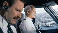 RECENZE: Tom Hanks opět záchranářem. Kapitán Sully a jeho Zázrak na řece Hudson
