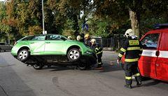 Nabourané auto si zavolalo samo hasiče na pomoc. V Praze poprvé