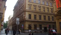 Špatné divadlo, pak Tuzex. Dům v centru Prahy z 19. století je k mání za 400 milionů