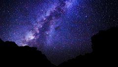 Vědci už znají barvu Mléčné dráhy, je bílá