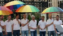 V Emauzském klášteře vystoupit nesměli. Gay soubor nyní našel jiné církevní místo
