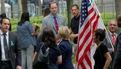 Clintonová v mdlobách. Má zápal plic a zrušila předvolební shromáždění