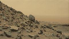 NASA objevila na Marsu obrovské podzemní ložisko zásobárny vodního ledu
