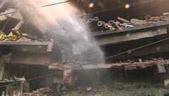 Výbuch v bangladéšské balírně cigaret zabil desítky lidí