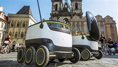 Roboti na Staroměstském náměstí trénovali na rozvoz jídla. Naostro už za rok