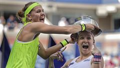 Šafářová slaví třetí grandslamový triumf. S Američankou Mattekovou-Sandsovou ovládla čtyřhru