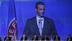 UEFA potvrdila, že nepůjde plošně prodloužit končící smlouvy, klub se bude muset domluvit s hráčem