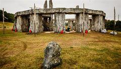 Stonehenge u lomu Velká Amerika? Britové natáčejí v Česku historický seriál