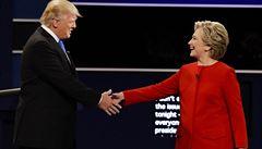 Clintonová musí žehlit neúspěch viceprezidenta, Trump bude v debatě pod tlakem kvůli sexismu
