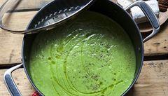 Zahřejte se podzimní polévkou. Zkuste brokolicovou s ořechy a kozím sýrem