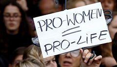 Polská premiérka změnu zákona o potratech nechystá. Kritiku protestů neschvaluje