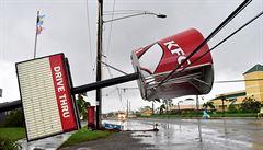 Hurikán Matthew si vyžádal přes 500 mrtvých, už je u Floridy. Stav nouze stále trvá