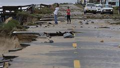 Hurikán Matthew slábne a přesouvá se na východ USA